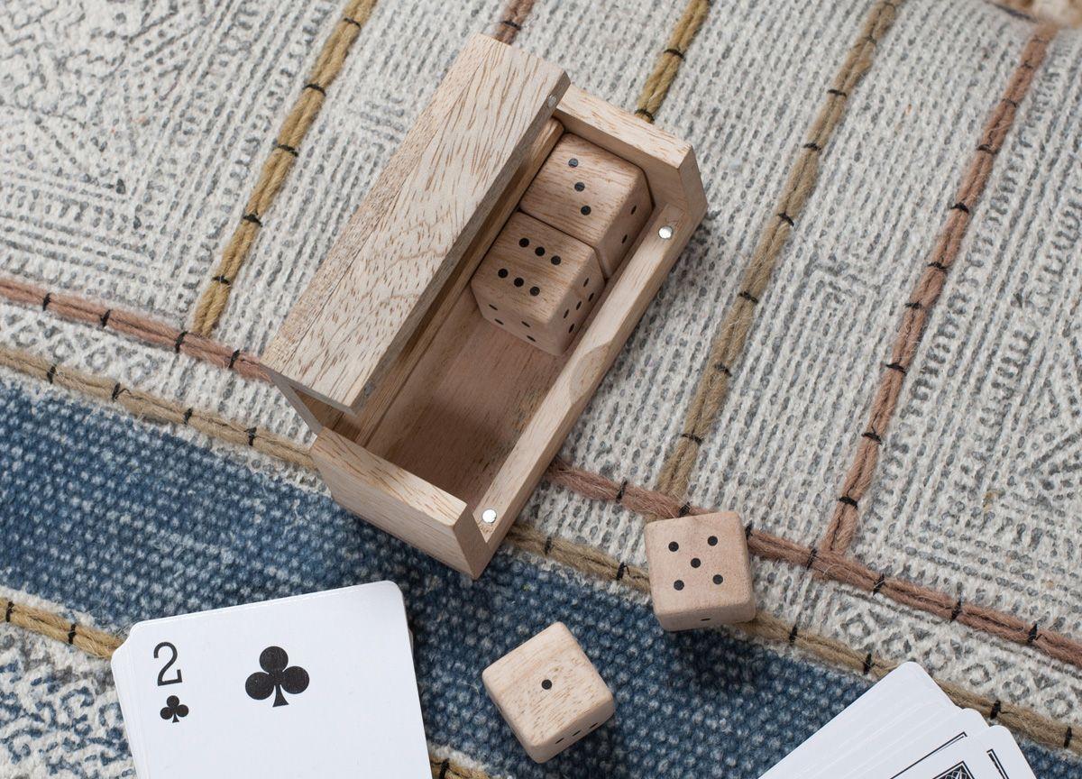 Set de 4 dés à jouer