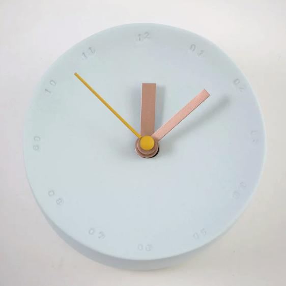 Horloge murale 10cm bleue ciel/jaune * Studio Harm en Elke