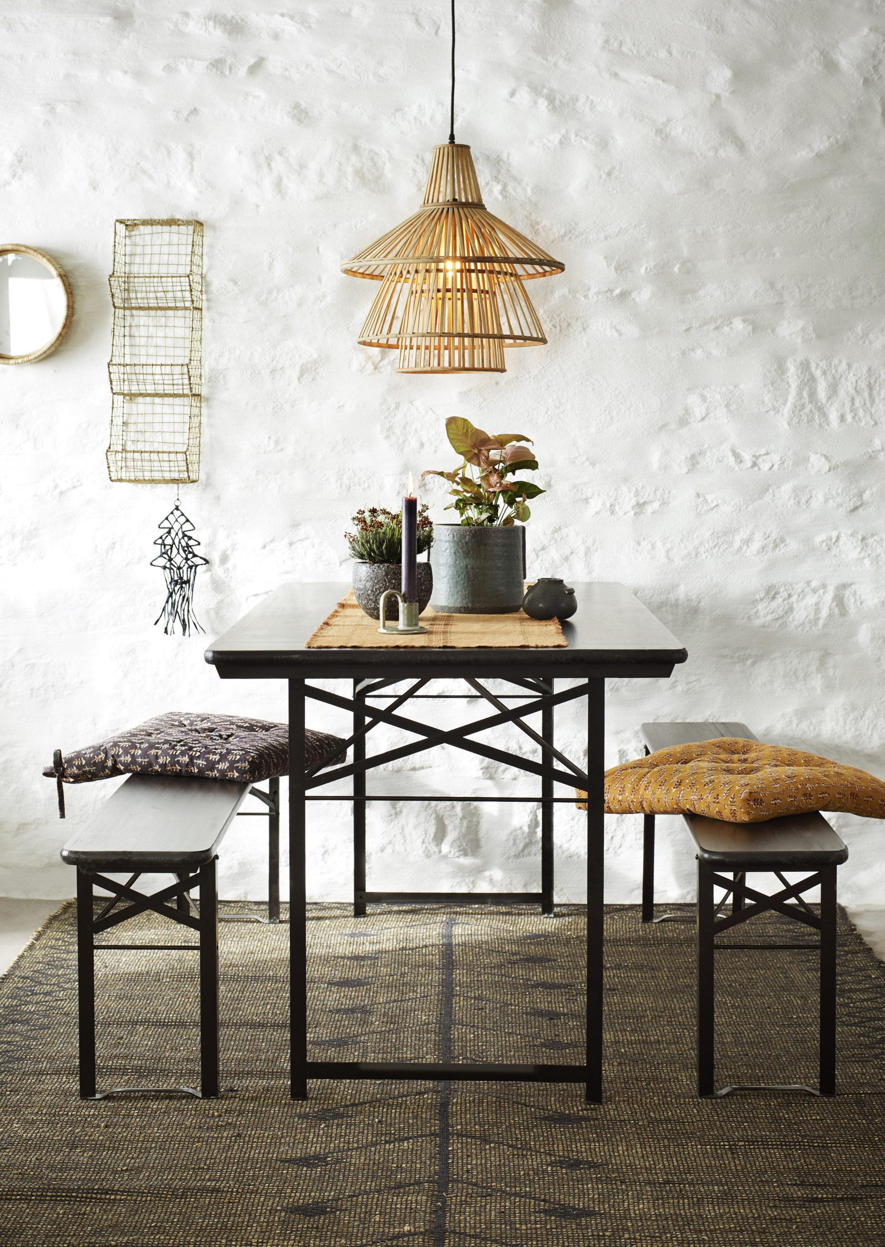 Table et 2 bancs en bois et métal noirs * Madam Stoltz
