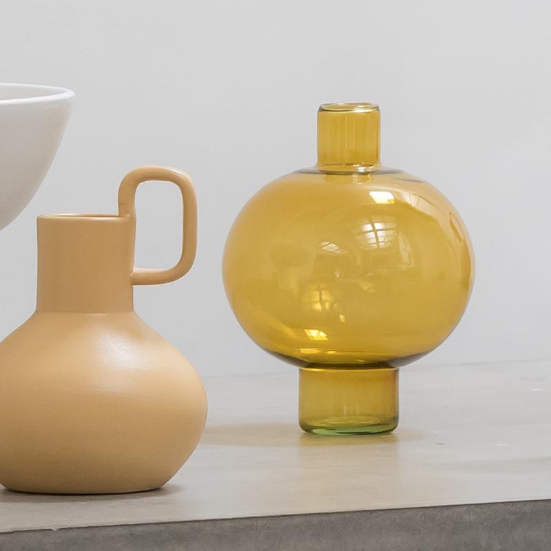 Vase rond jaune/ambré en verre recyclé * Urban Nature Culture