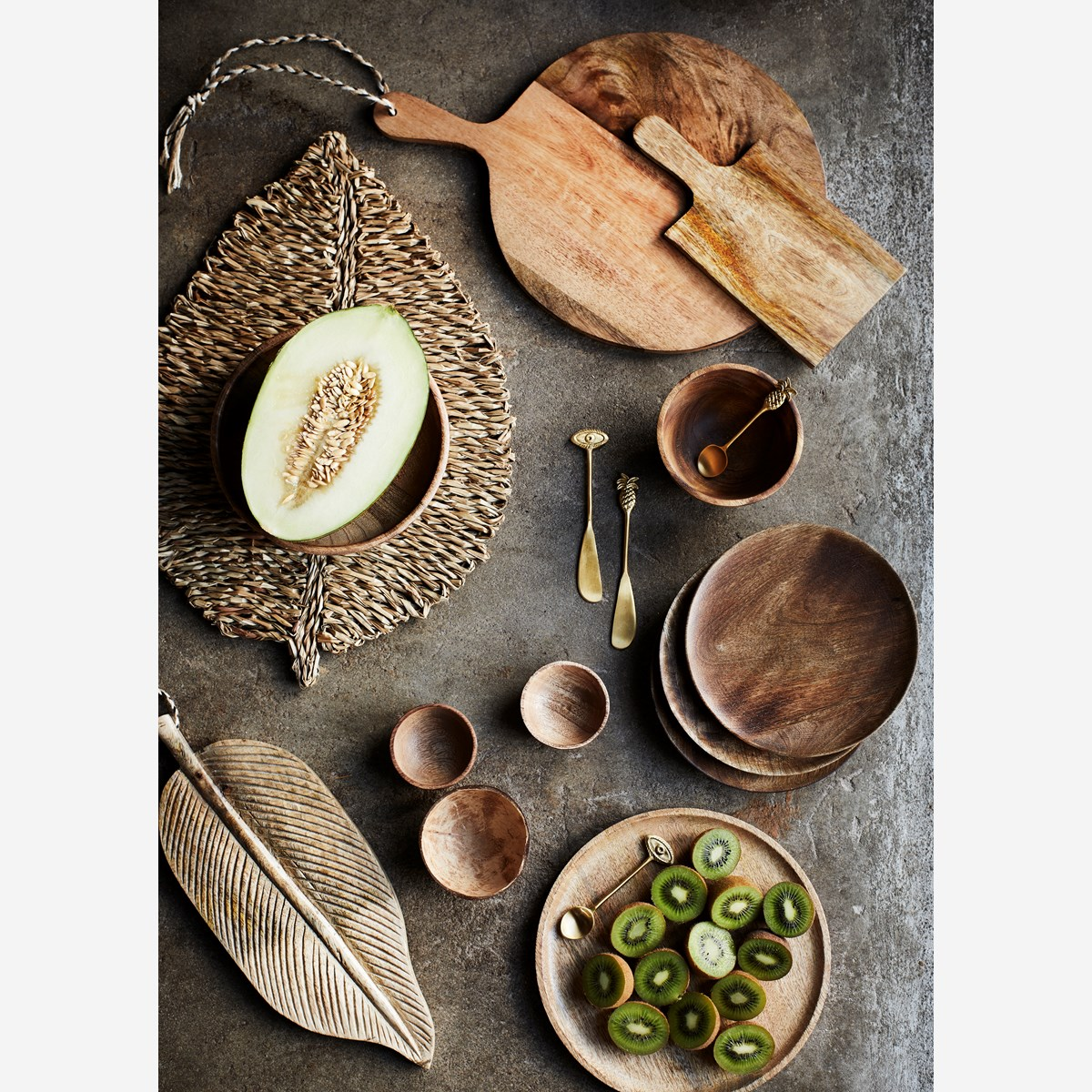 Grande planche ronde en bois de manguier avec manche * Madam Stoltz