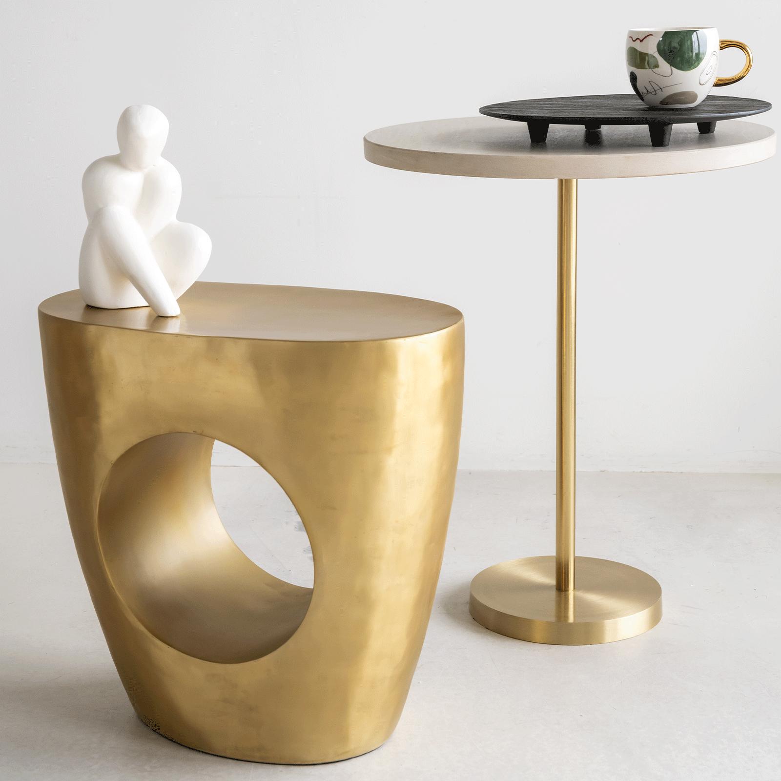 Petite table haute ronde en béton et pied métal * Urban Nature Culture