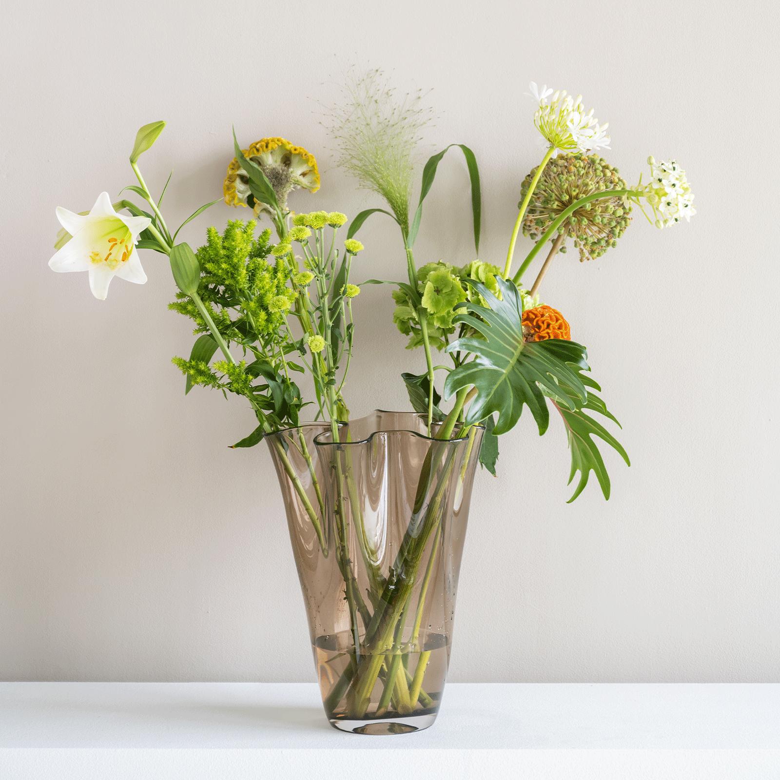 Vase en verre fumé recyclé