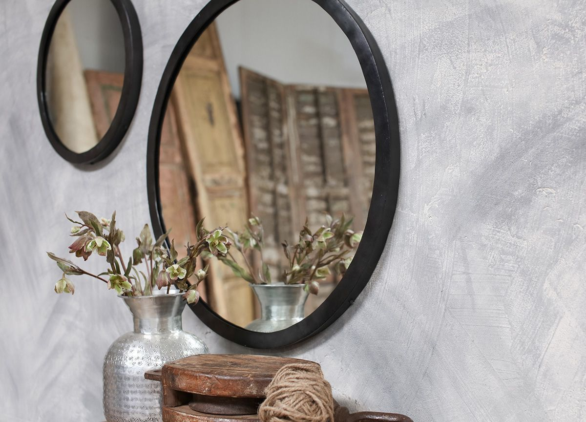 Miroir rond contour en métal noir Modasa ø60cm * Nkuku